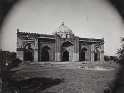 General view of the Qila-i-Kuhna Masjid, Delhi